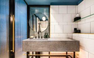 🇨🇿 Prague, Maximilian Hotel, bathroom radiators Classic made on measure
