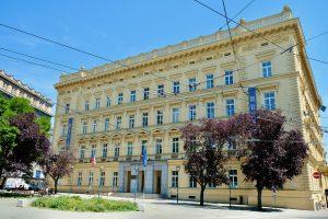 🇨🇿 Brno, Masaryk university, Juliet cast iron radiators
