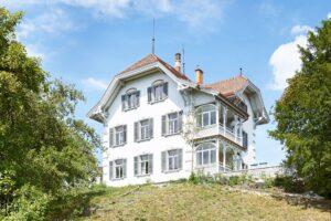 🇨🇭Haus Zur Sommerau, Bergstrasse, Uetikon am See, Biaxo cast iron radiators