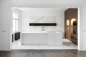 🇨🇿 Prague, apartment Rajská, Juliet cast iron radiator